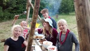 Sjov og spas inden selvlavet aftensmad - Sommerlejr
